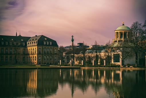 Stuttgart Gebäude am Wasser