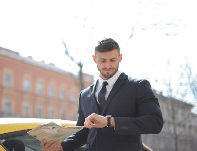 Deutsch Firmenkurs Teilnehmer im Anzug